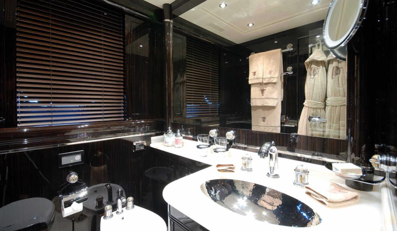 Mangusta-130-VIP-bathroom