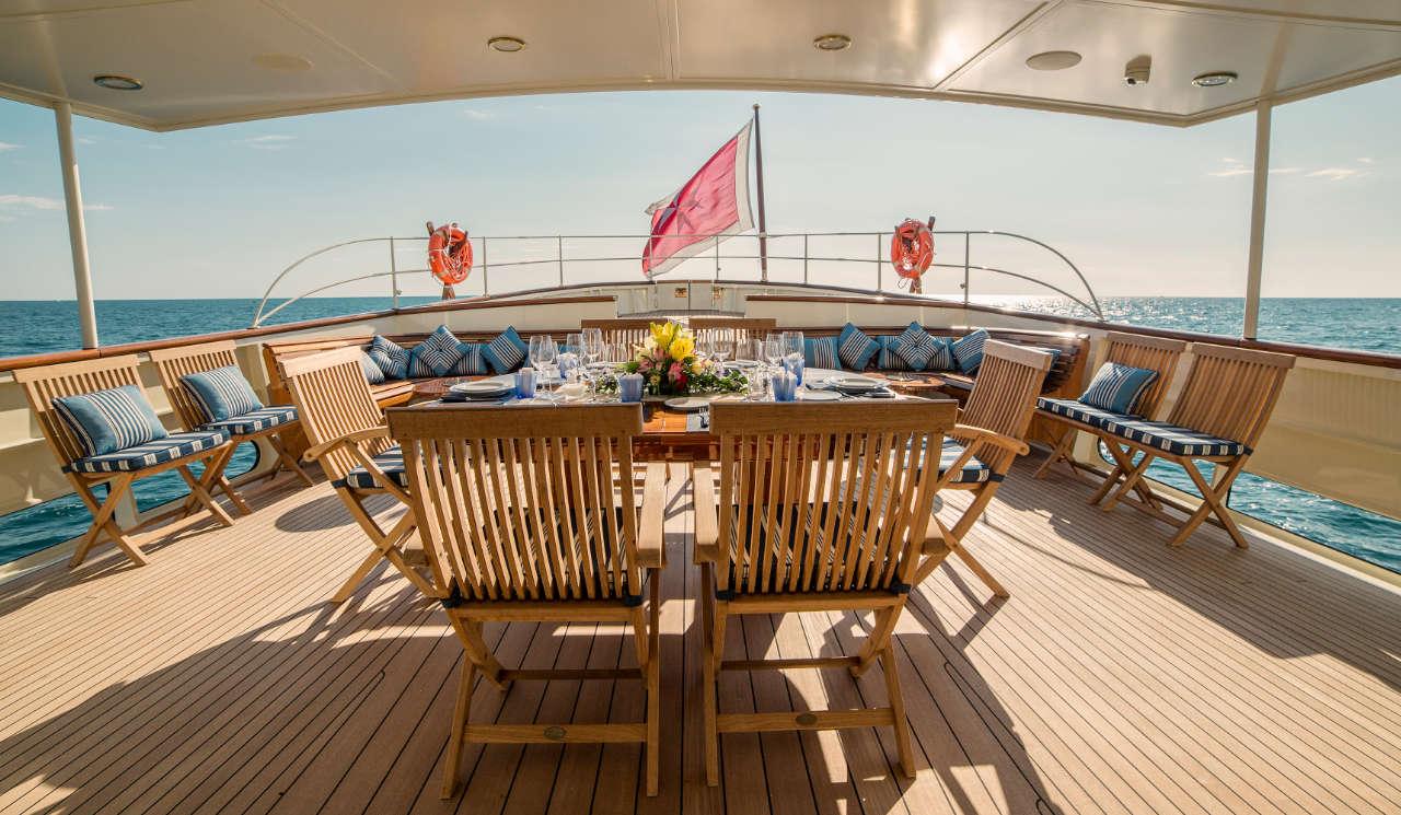 Taransay_39-meter_charter_yacht_Aft-deck-dining_Scandinavina-Marine