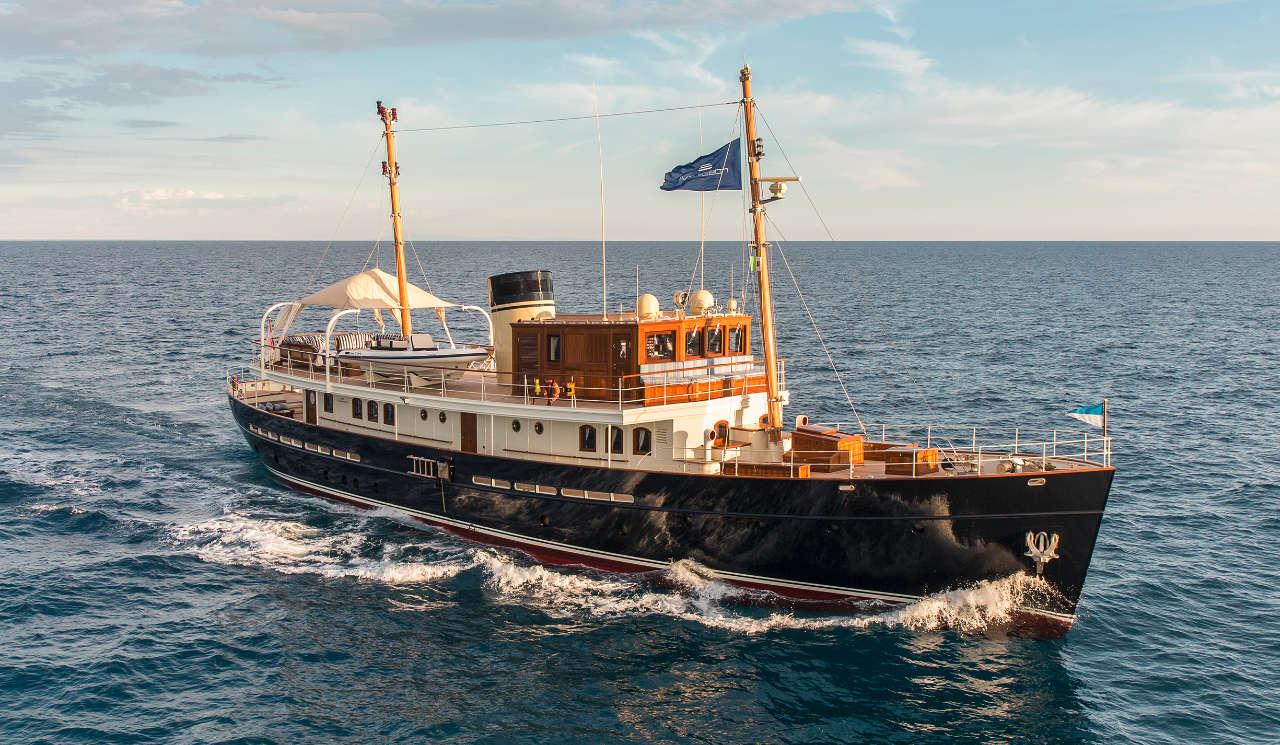 Taransay_39-meter_charter_yacht_Cruising_Scandinavina-Marine