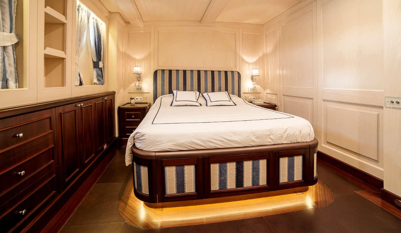 Taransay_39-meter_charter_yacht_Double-stateroom_Scandinavina-Marine