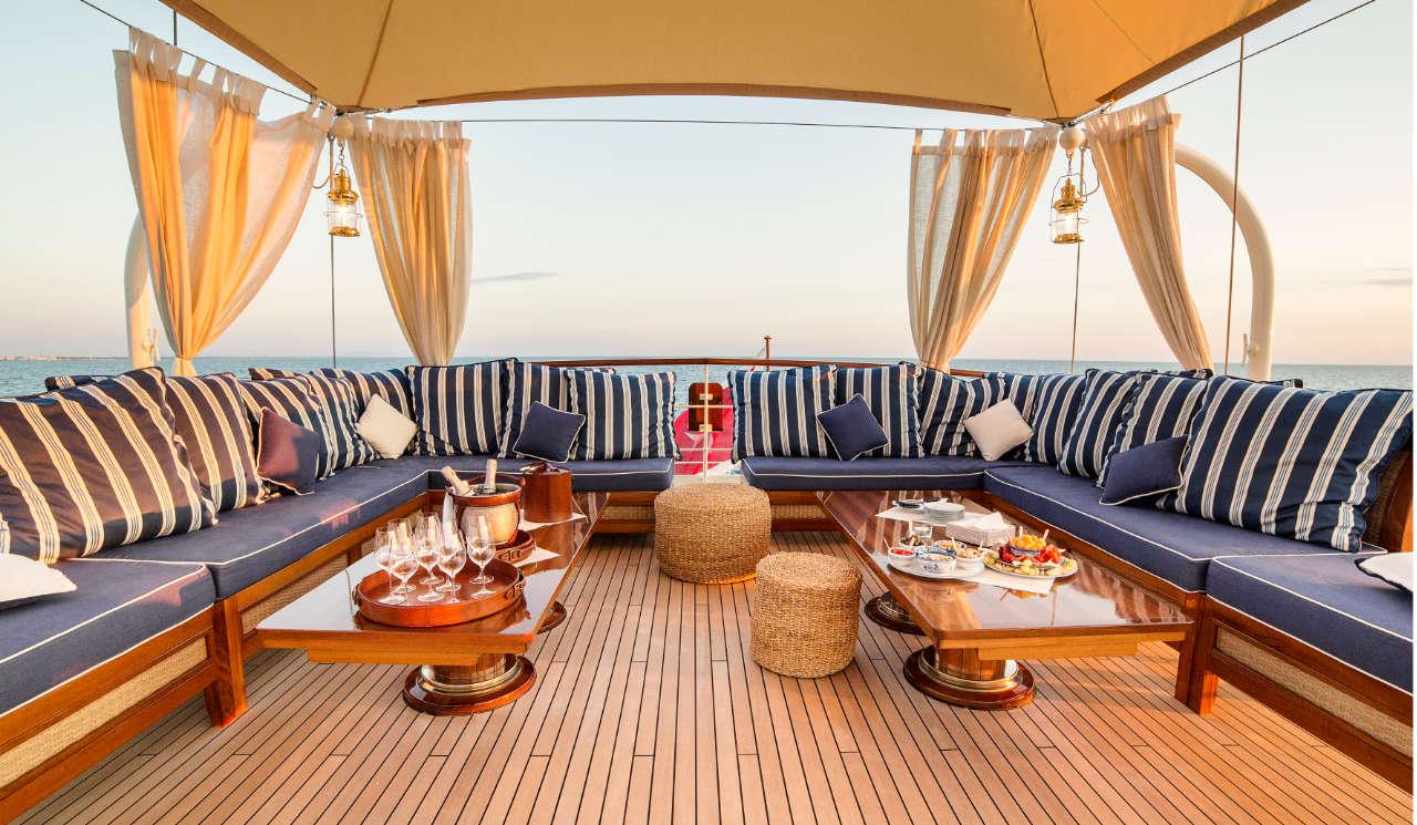 Taransay_39-meter_charter_yacht_Upper-deck-lounge_Scandinavina-Marine